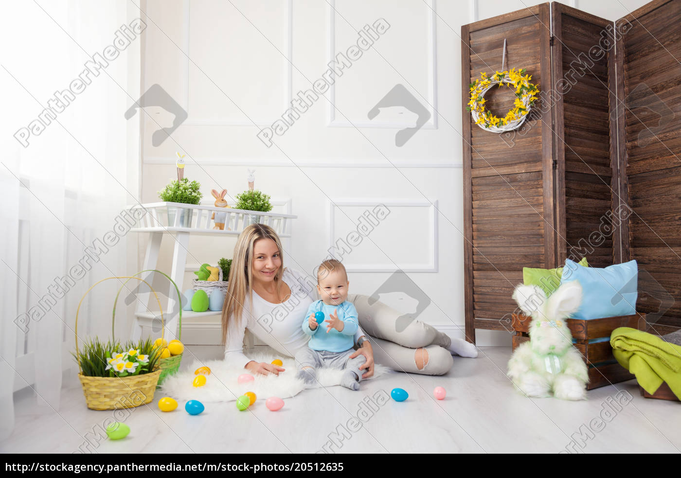 delighted, mother, and, her, child, enjoying - 20512635