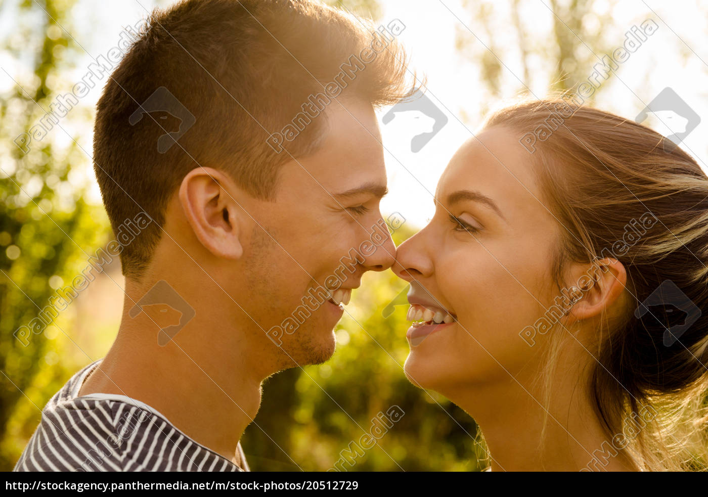 perfect, moment, for, a, kiss - 20512729
