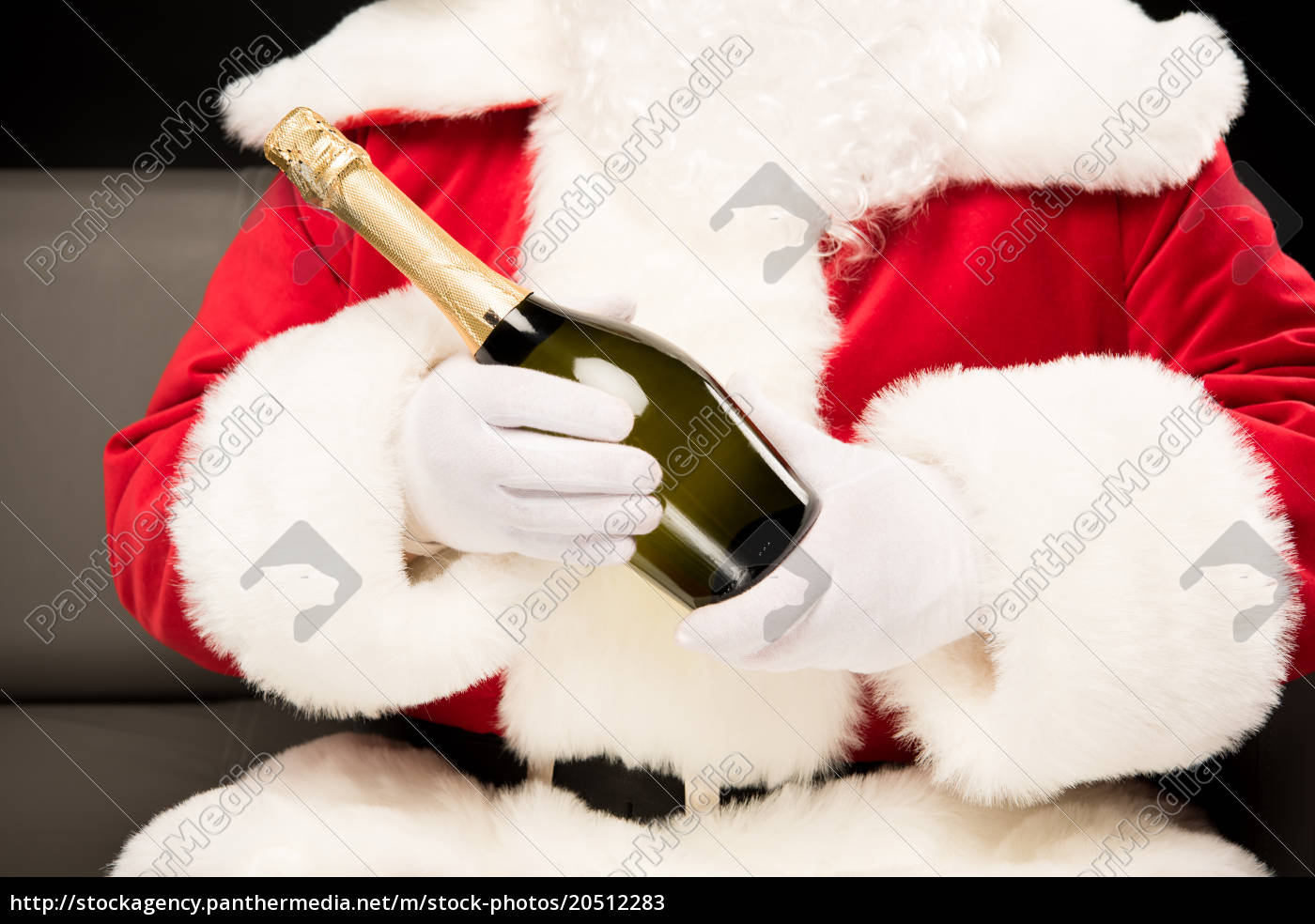 santa, claus, holding, bottle, of, champagne - 20512283