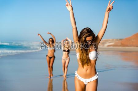 a, day, on, the, beach - 20513123