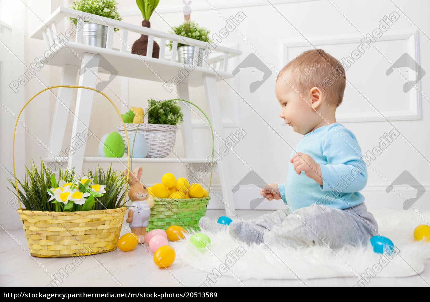 easter, egg, hunt., adorable, child, playing - 20513589