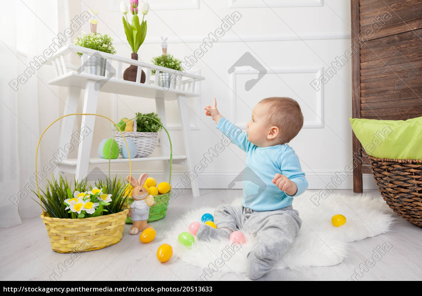 easter, egg, hunt., adorable, child, playing - 20513633