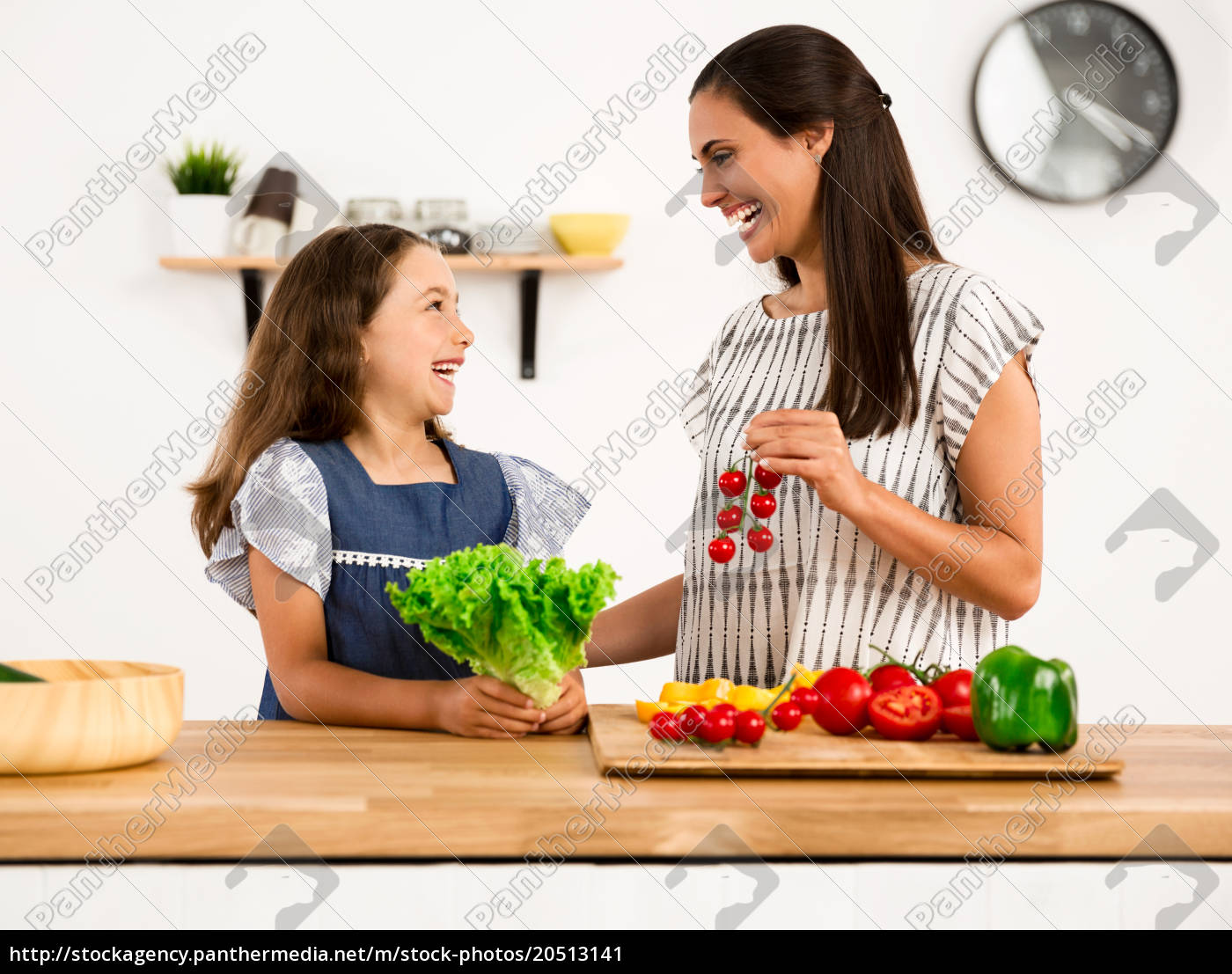 having, fun, in, the, kitchen - 20513141