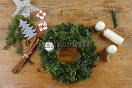 preparing of an advent wreath