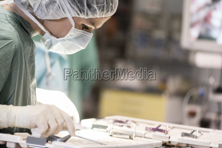 operating room nurse looking for an