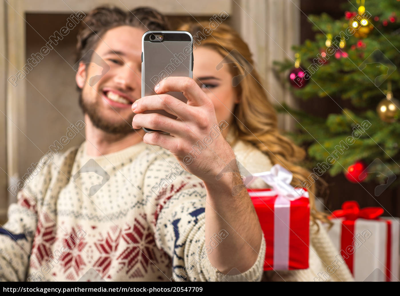couple, taking, selfie, with, christmas, presents - 20547709