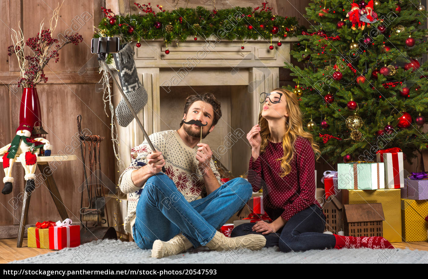 happy, couple, taking, selfie - 20547593