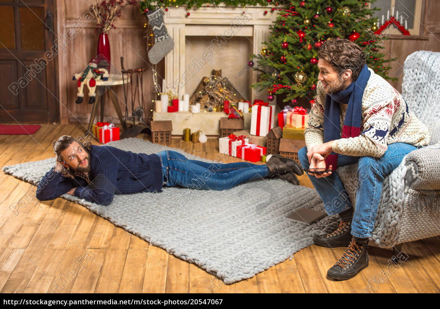 men, talking, in, room, with, christmas - 20547067