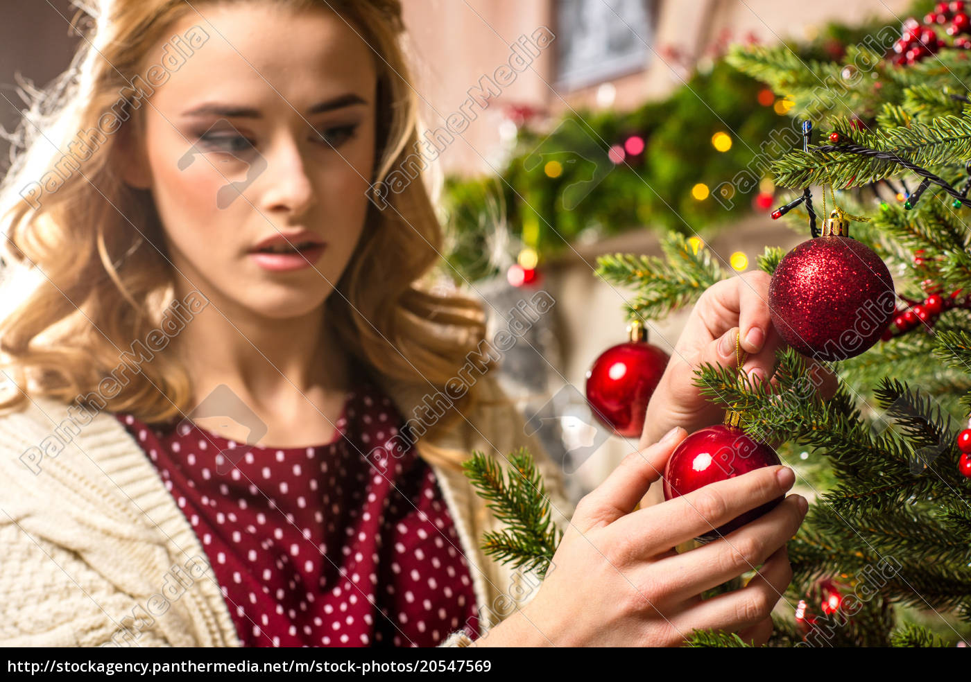 woman, decorating, christmas, tree - 20547569