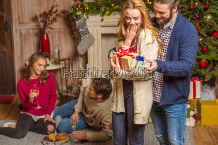 couple, sharing, christmas, presents - 20548509