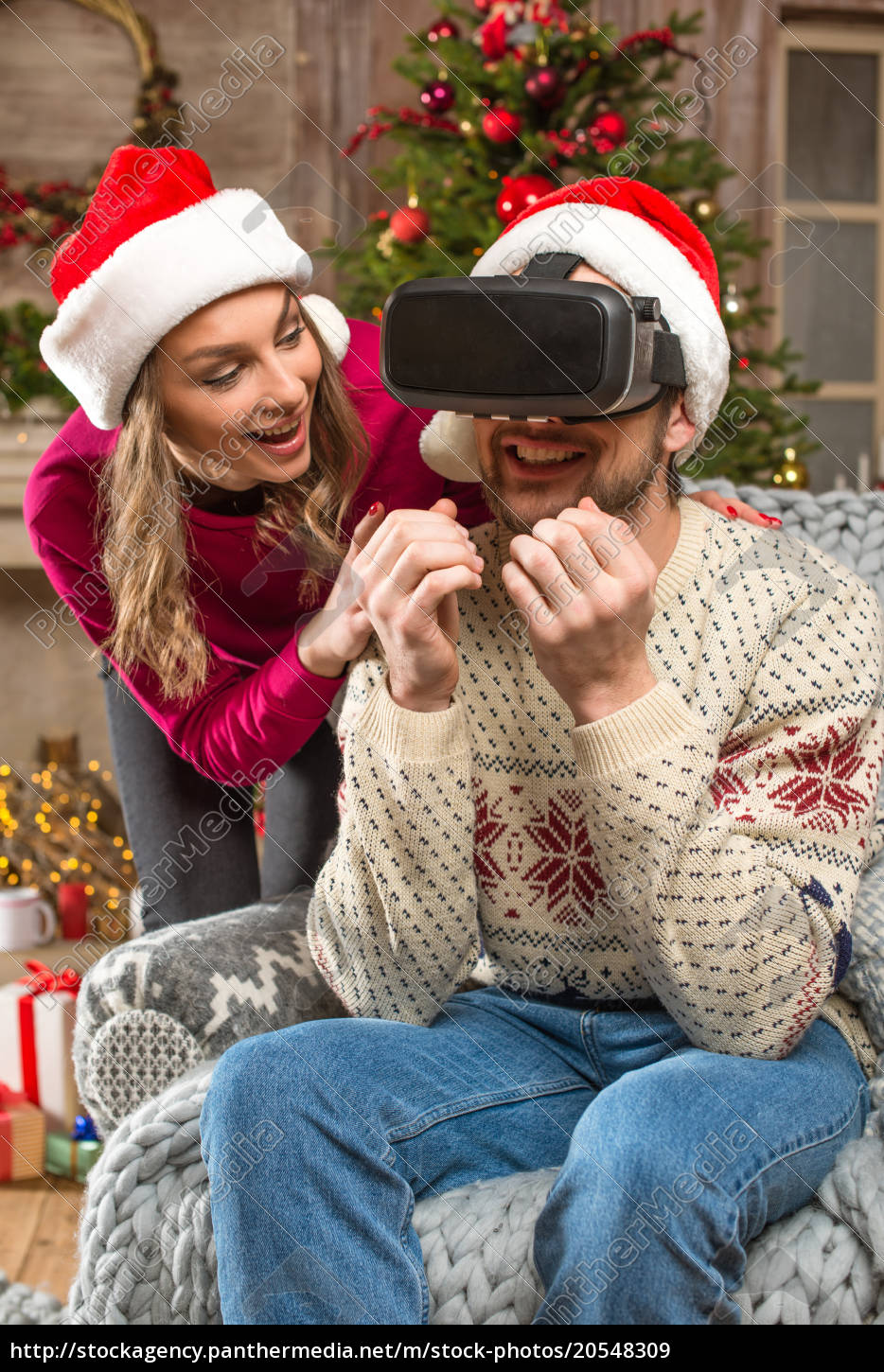 couple, using, virtual, reality, headset - 20548309