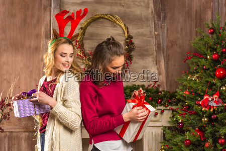 women, opening, christmas, presents - 20548071