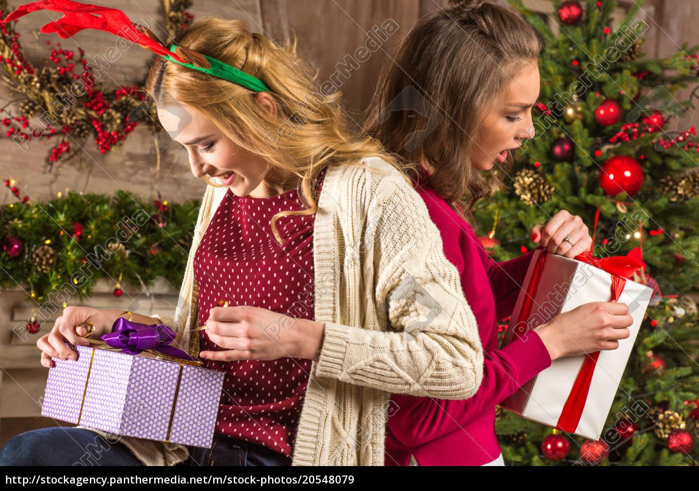women, opening, christmas, presents - 20548079