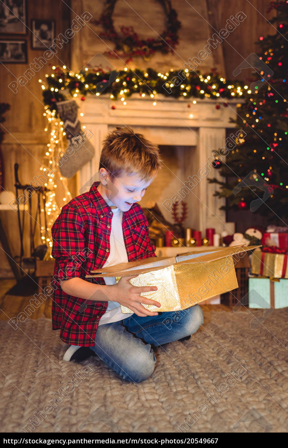 boy, opening, christmas, present - 20549667