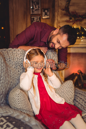 cute, little, girl, with, father - 20549721