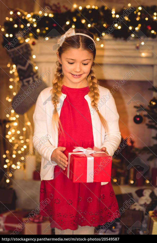 girl, holding, christmas, present - 20549587