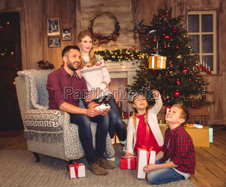 happy, family, using, hexacopter, drone - 20549775