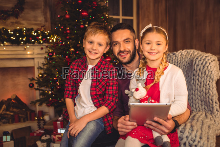 happy, father, with, children - 20549681