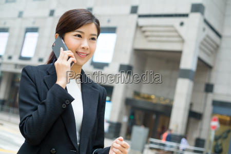 business, woman, discuss, on, mobile, phone - 20551277
