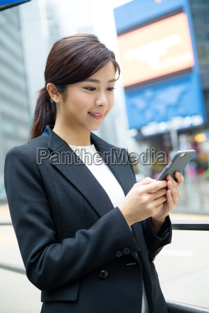 business, woman, use, of, cellphone - 20551285