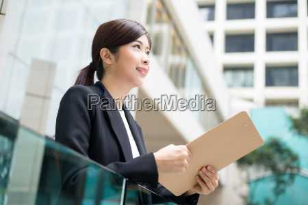 businesswoman, holding, clipboard - 20551311