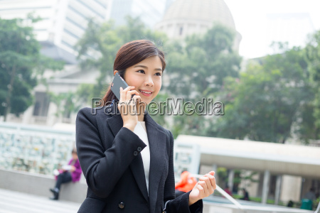 businesswoman, talking, on, mobile, phone - 20551259