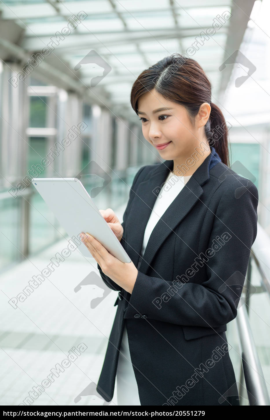 businesswoman, use, of, digital, tablet - 20551279