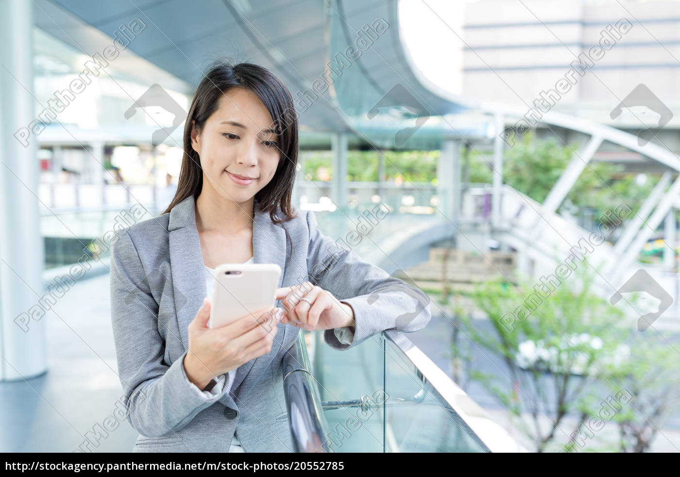 businesswoman, use, of, cellphone - 20552785