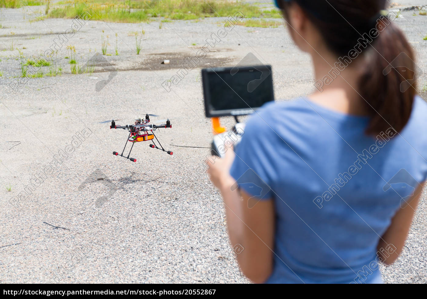 woman, control, with, drone - 20552867