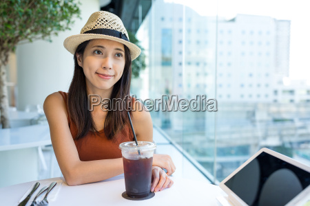 woman, enjoy, her, coffee, in, cafe - 20552837
