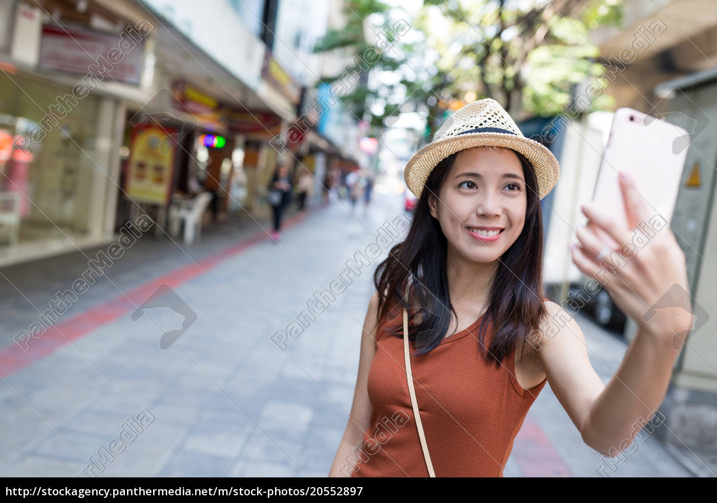 woman, taking, selfie, by, mobile, phone - 20552897
