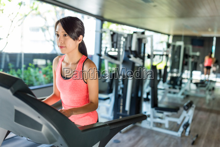 woman, training, in, gym, room - 20552855