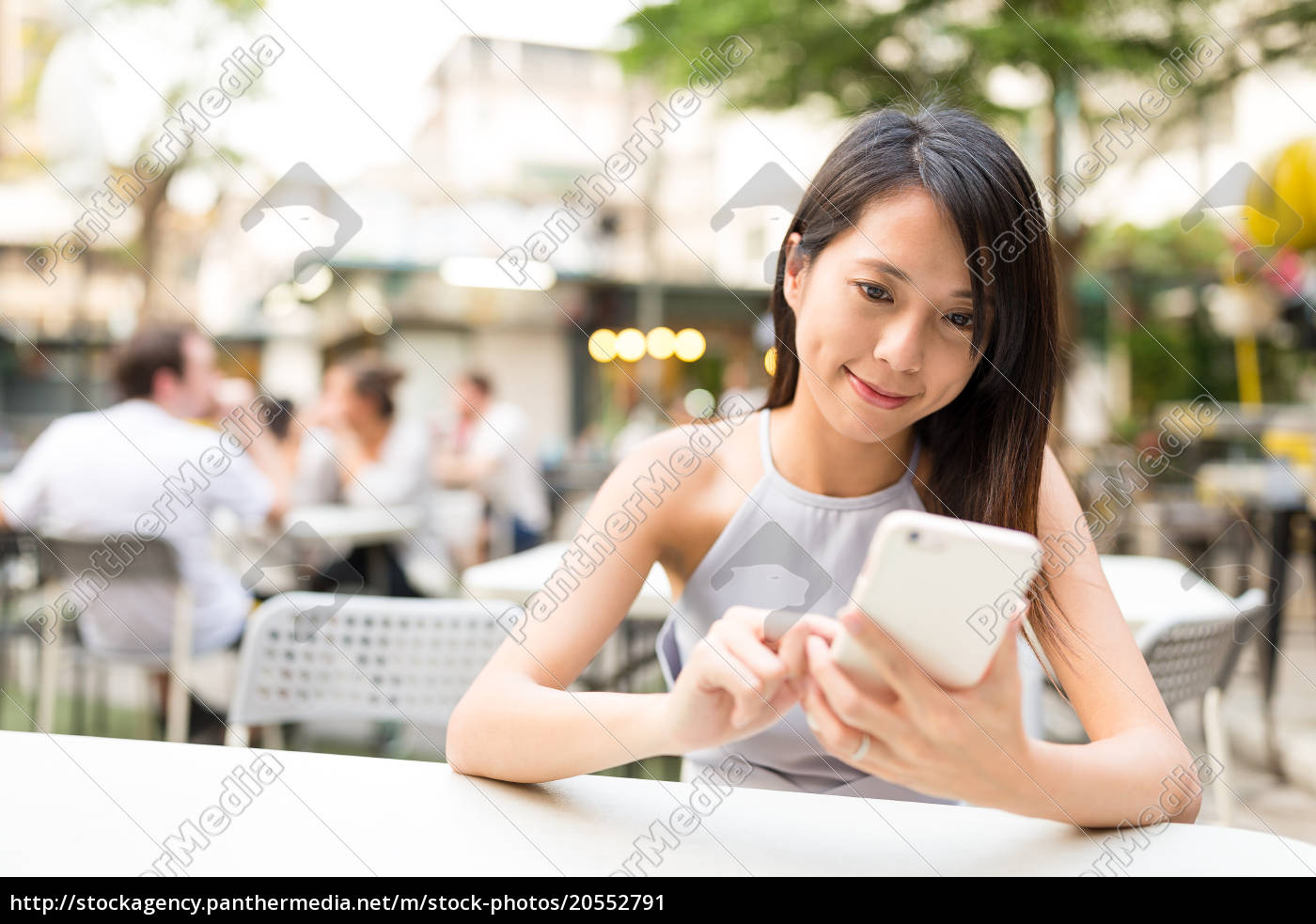 woman, using, cellphone, at, outdoor, restaurant - 20552791