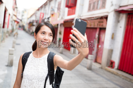 woman, using, cellphone, to, take, selfie - 20552873