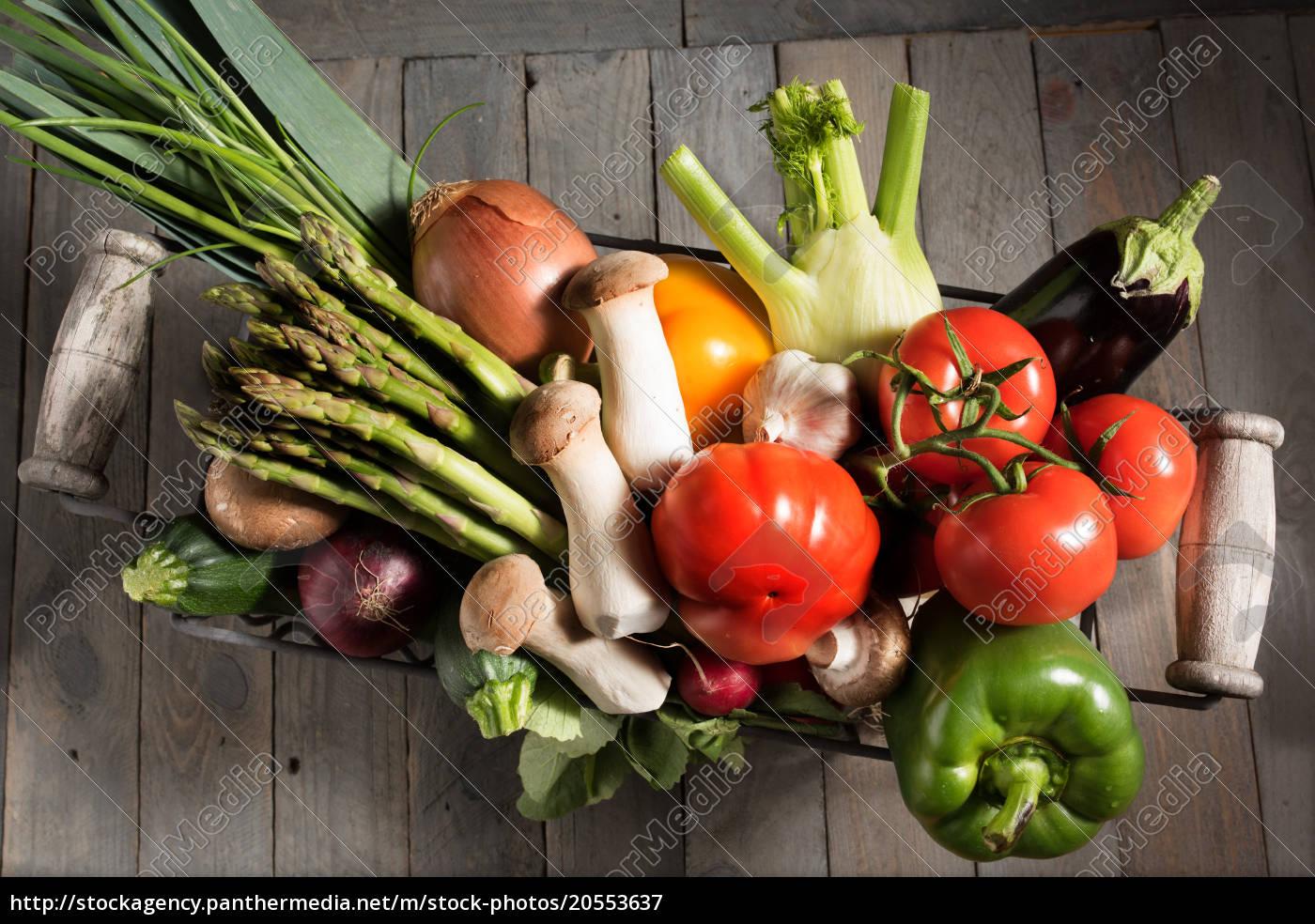 fresh, vegetables, in, a, basket - 20553637