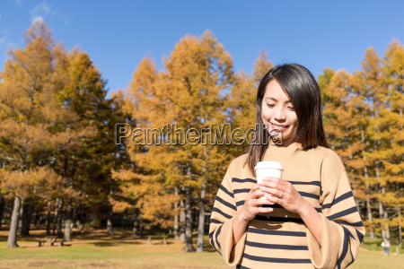 woman, enjoy, her, coffee, with, autumn - 20553105