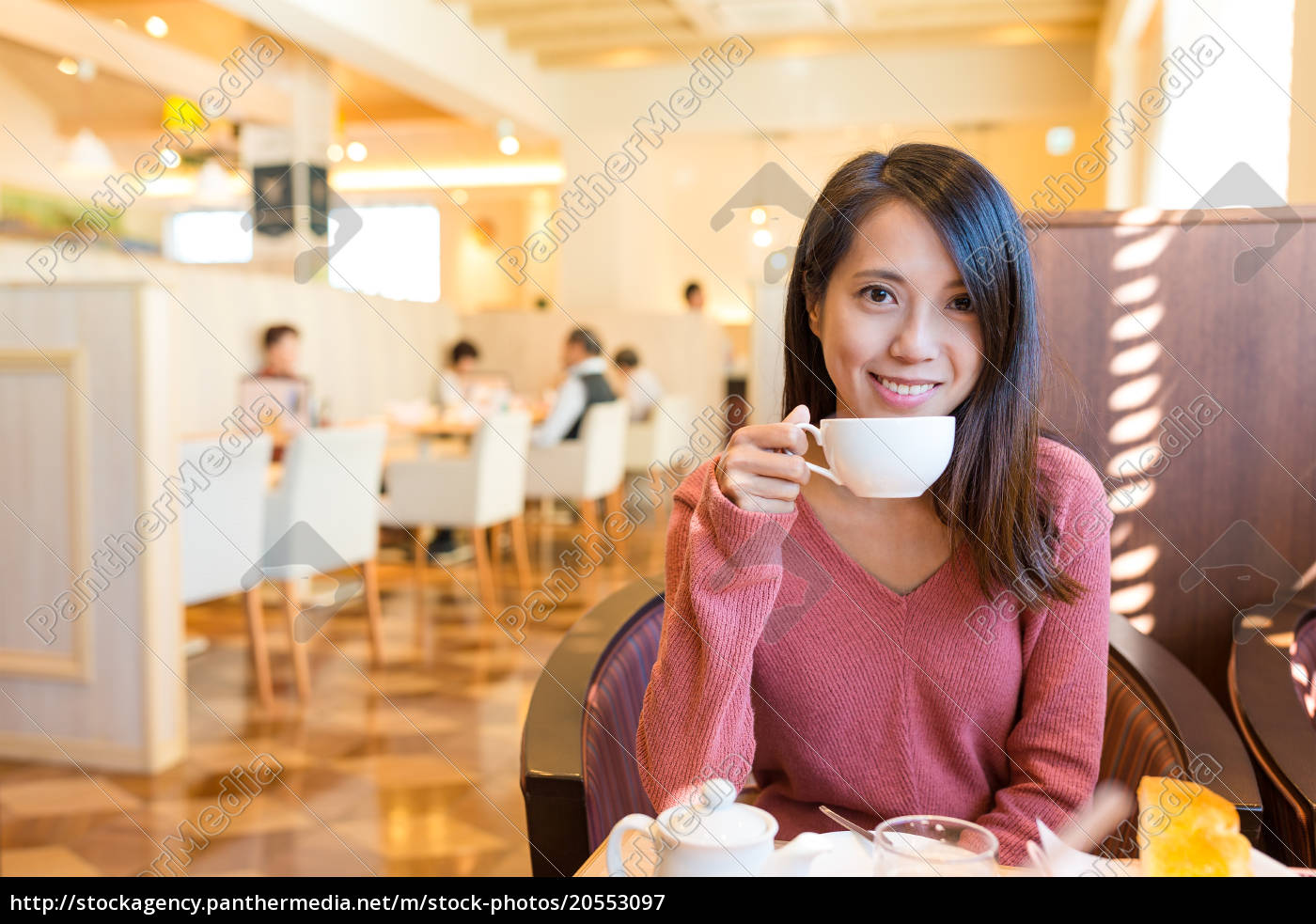 woman, enjoy, her, drink, in, coffee - 20553097