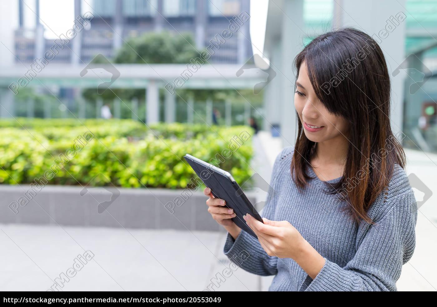 woman, looking, at, digital, tablet, at - 20553049