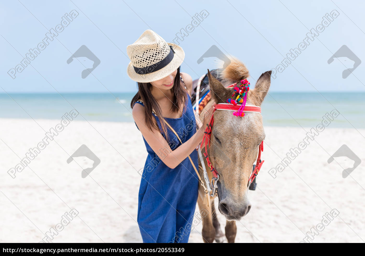 woman, play, with, horse, in, sand - 20553349