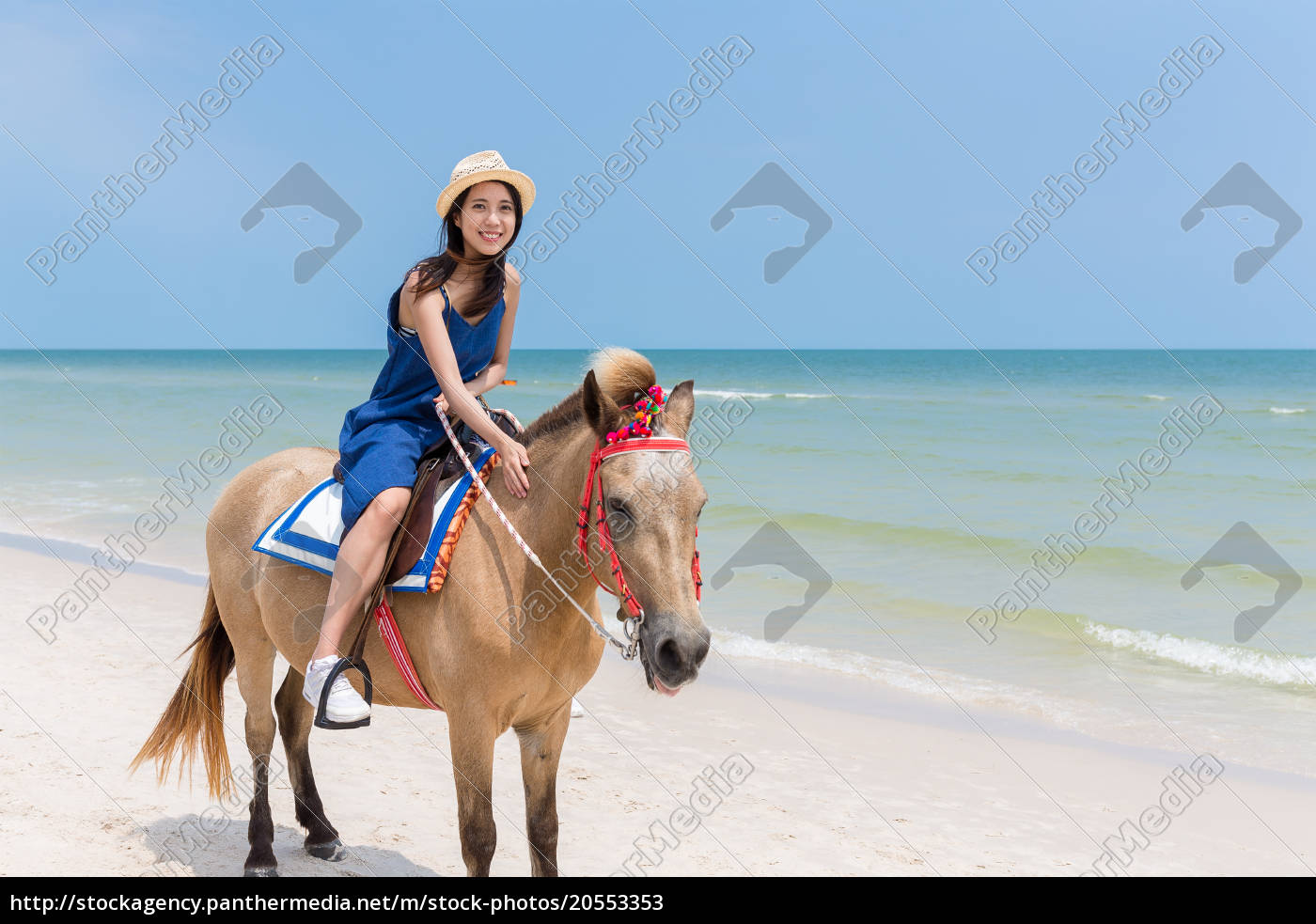 woman, riding, horse, on, beautiful, sand - 20553353