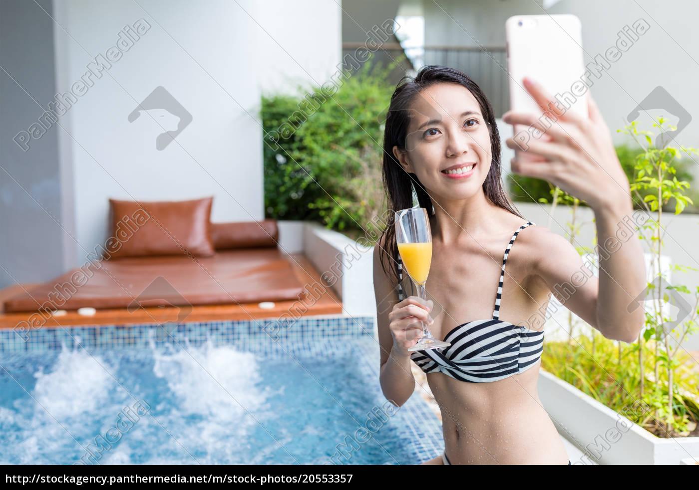 woman, taking, selfie, in, jacuzzi - 20553357