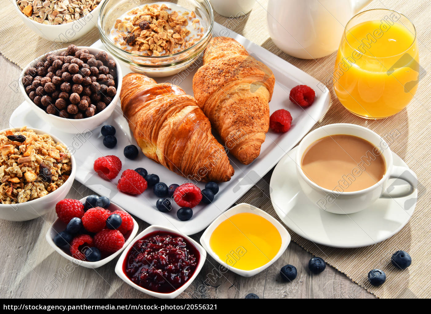 breakfast, served, with, coffee, , juice, , croissants - 20556321