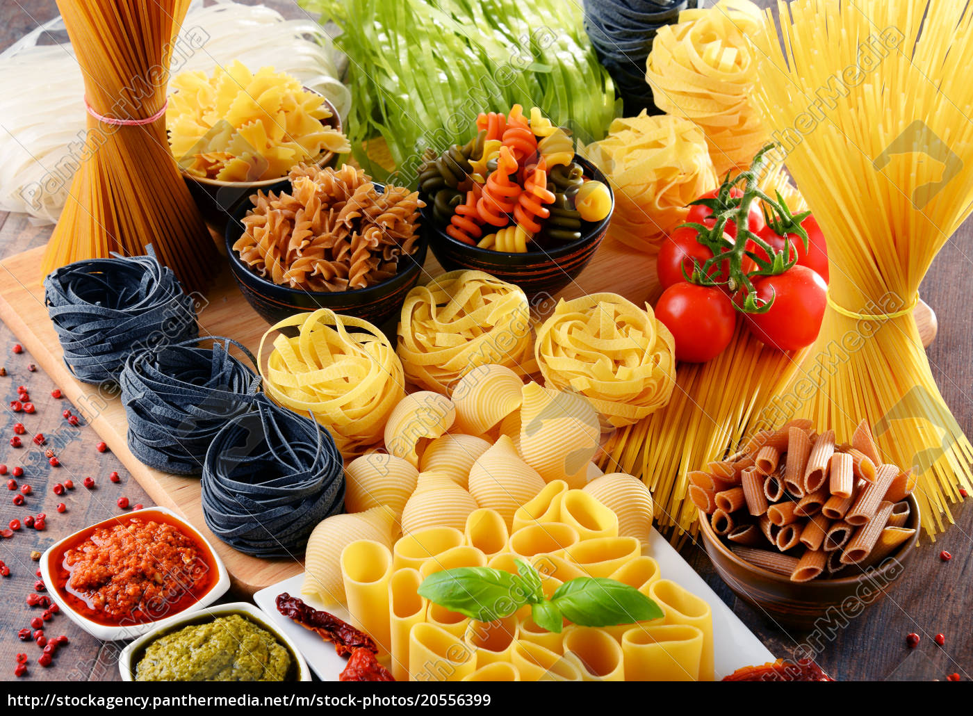 composition, with, different, sorts, of, pasta - 20556399