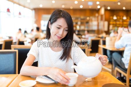 woman, enjoy, her, hot, tea, at - 20557715