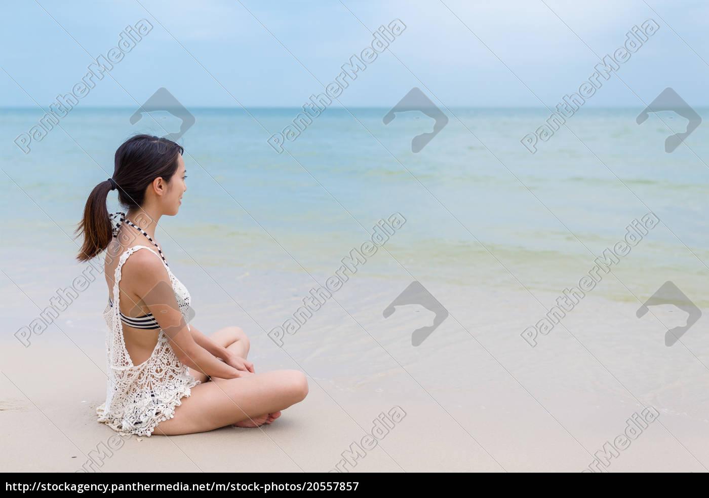 woman, enjoy, on, sand, beach - 20557857