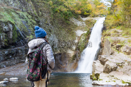woman, hiking, in, forest - 20557819