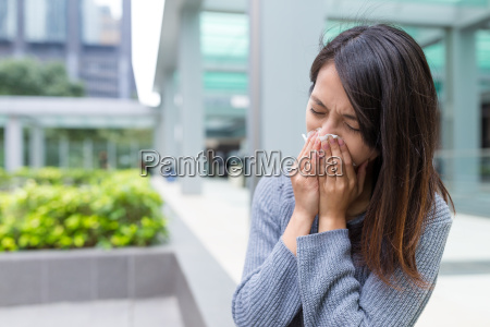 woman, suffer, from, sneezing - 20557903