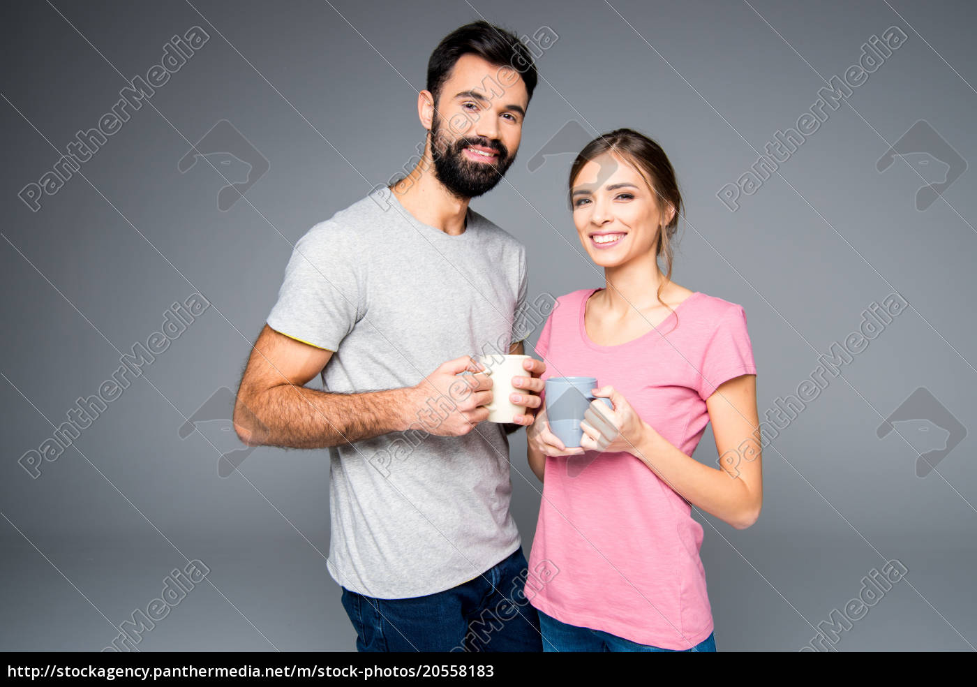 couple, holding, cups - 20558183