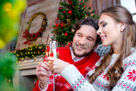 couple, toasting, with, champagne, glasses - 20558645