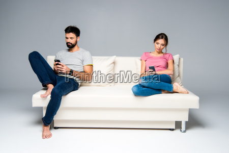 couple, using, smartphones - 20558119